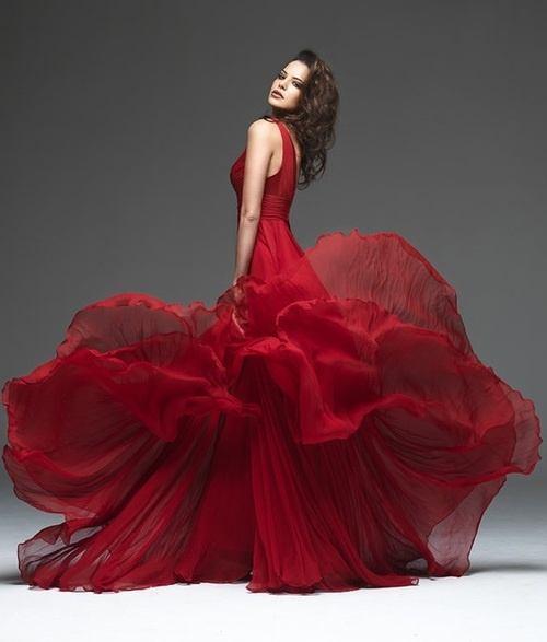 Шикарное красное платье фото
